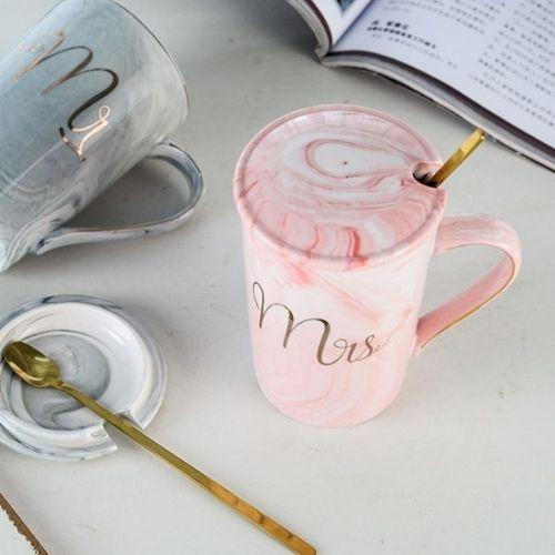 Чаша с капак и лъжичка Mrs 400 мл на ниска цена от MaxShop