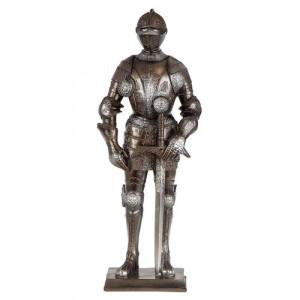 Арт пластика на рицар с меч