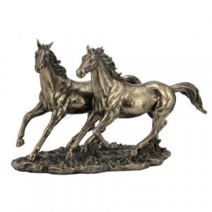 Пластика на коне