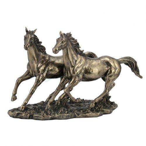 Пластика на коне на ниска цена от MaxShop